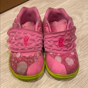 Toddlers Kyrie's sneaker- pink- sold out